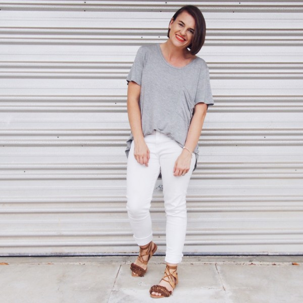 white skinny jeans grey t-shirt wittner sandals