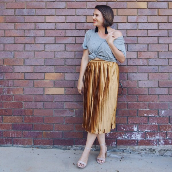 how to wear a gold pleated skirt grey tee