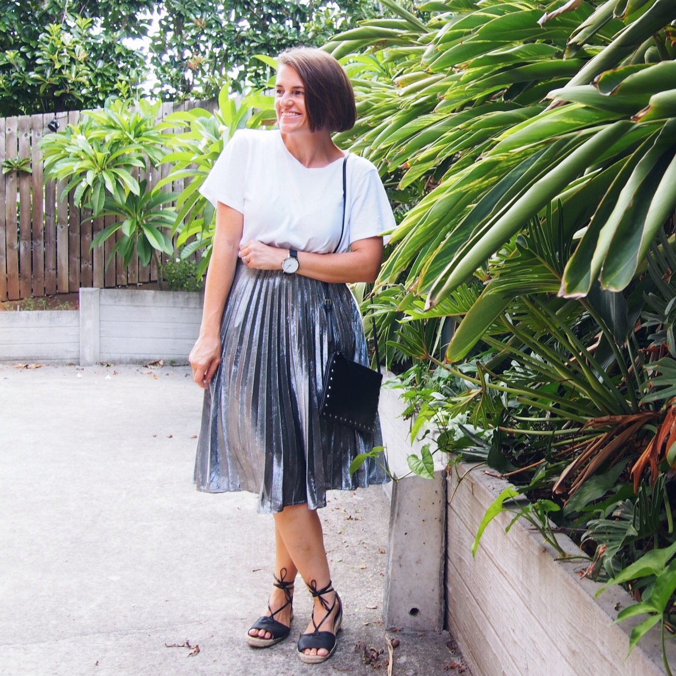 how to wear a pleated skirt blogger outfit