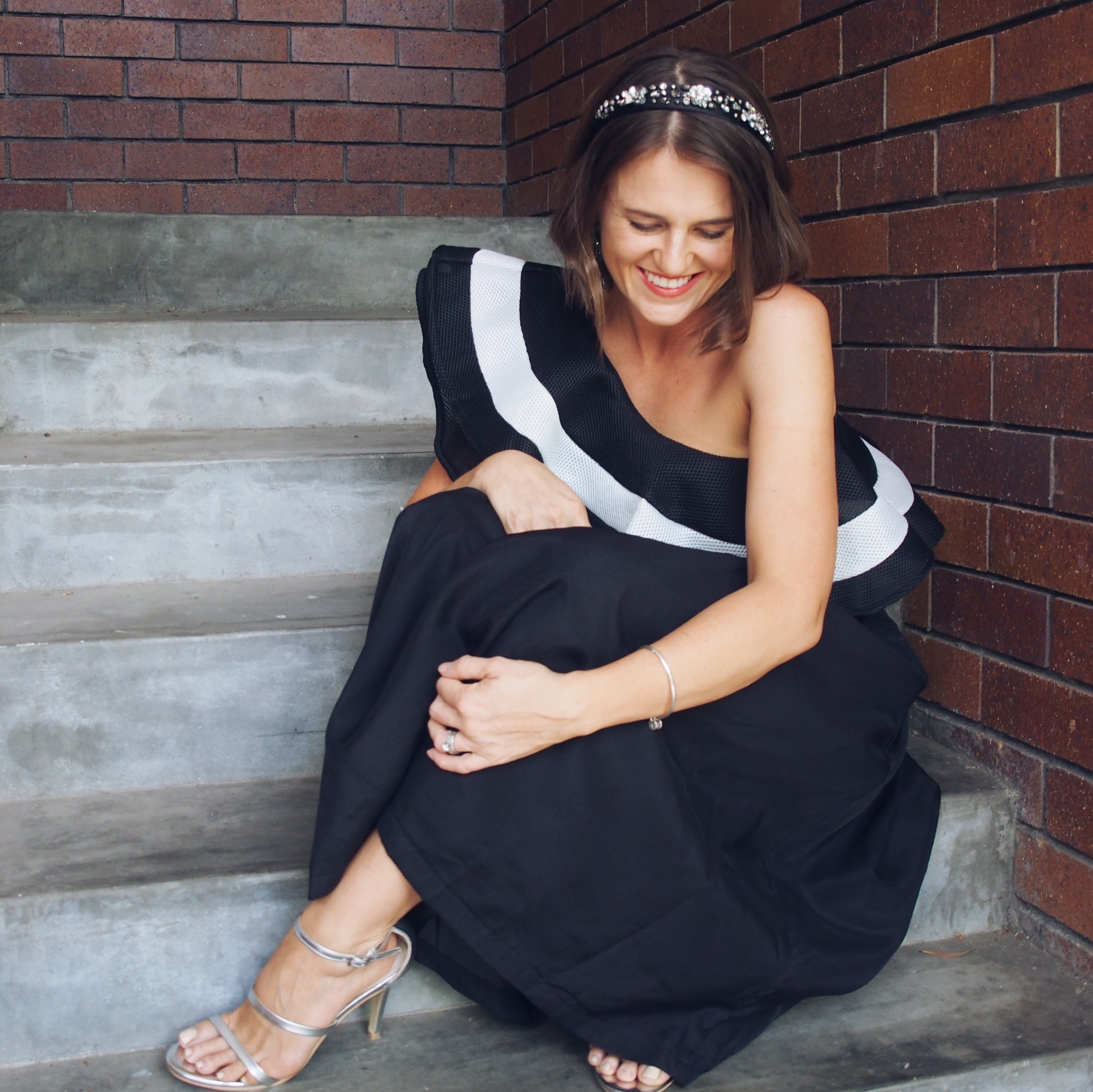 Black and white derby day outfit idea melbourne cup spring racing outfit